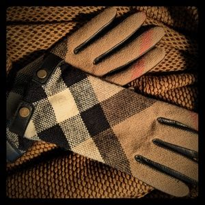 Aunthentic Burberrry gloves (new without tags!)